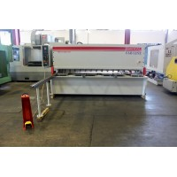 BAYKAL 10' x 3/8 INCH HYDRAULIC POWER SHEAR MODEL #MGH 3100 x 10 NEW IN 2012 WITH ONLY 63 HOURS OF USE