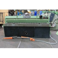 EDWARDS 8 x .125 MECHANICAL POWER SHEAR WITH FRONT SUPPORTS AND FRONT OPERATED MANUAL BACK GAUGE