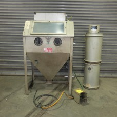 TRINCO 36 INCH SAND BLAST CABINET WITH RECLAIMER