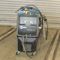 MILLER 350 AMP PULSATED MIG WELDER MODEL MILLERMATIC 350 WITH WIRE FEED